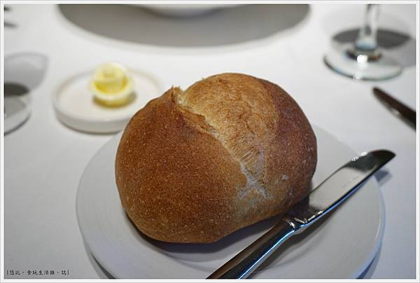 法三小館-15-法國球麵包.JPG