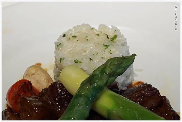 法三小館-32-布根地紅酒燉牛肉.JPG