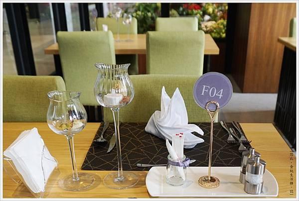愛麗絲西餐廳-13-餐桌.JPG