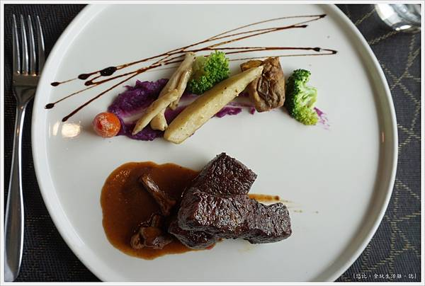 愛麗絲西餐廳-33-自然放養無骨牛小排佐巴西菇醬.JPG