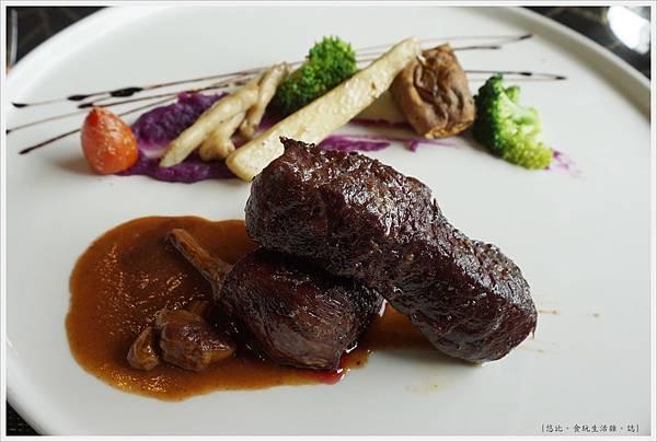 愛麗絲西餐廳-34-自然放養無骨牛小排佐巴西菇醬.JPG