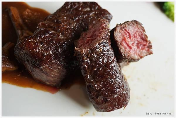 愛麗絲西餐廳-37-自然放養無骨牛小排佐巴西菇醬.JPG