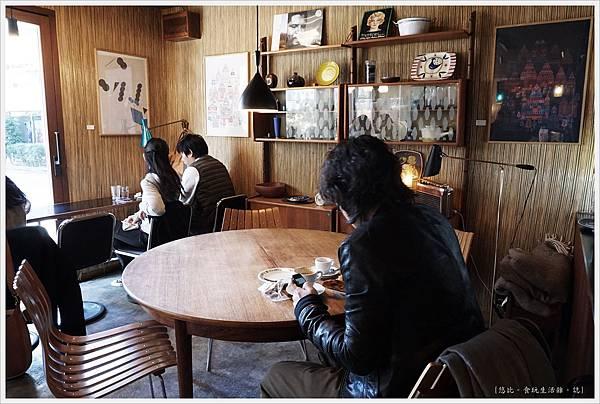 fuglen tokyo-10-內部.JPG