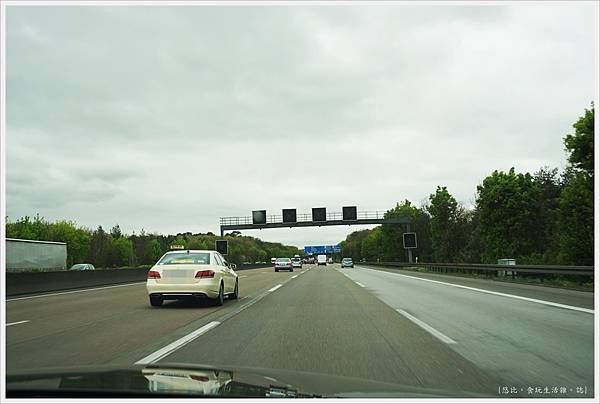 往海德堡-1-高速公路.JPG