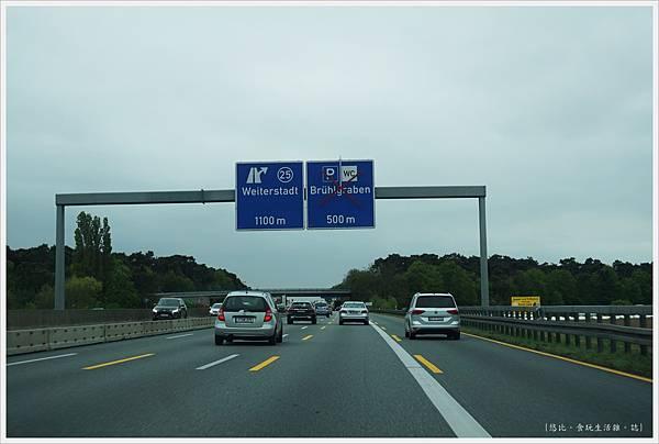 往海德堡-3-高速公路.JPG