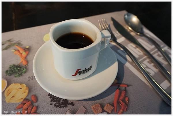 Bistro88-12-咖啡無限續杯.JPG