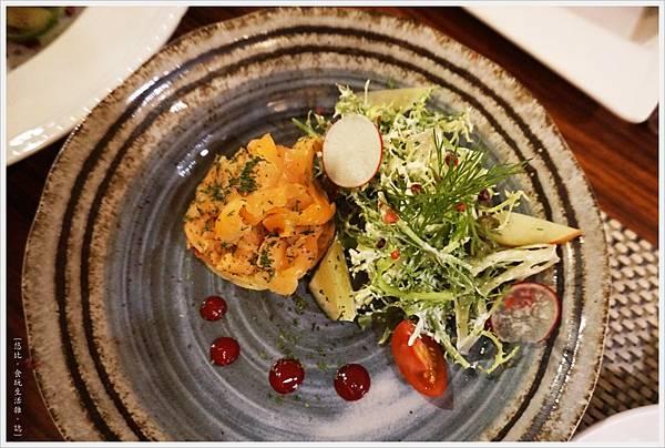 咕嚕好吃法式風味廚坊-15-自製香草醃鮭沙拉.JPG