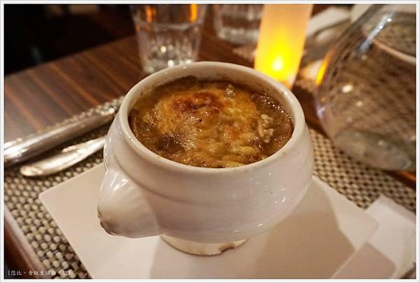 咕嚕好吃法式風味廚坊-18-法式傳統洋蔥湯.JPG
