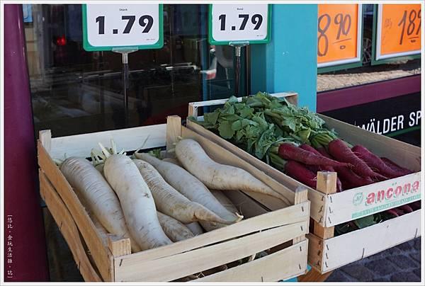 施盧赫湖-89-超級市場.JPG