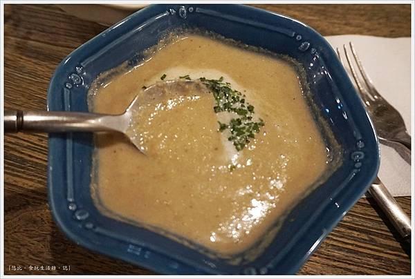 農人餐桌-42-森林蘑菇濃湯.JPG
