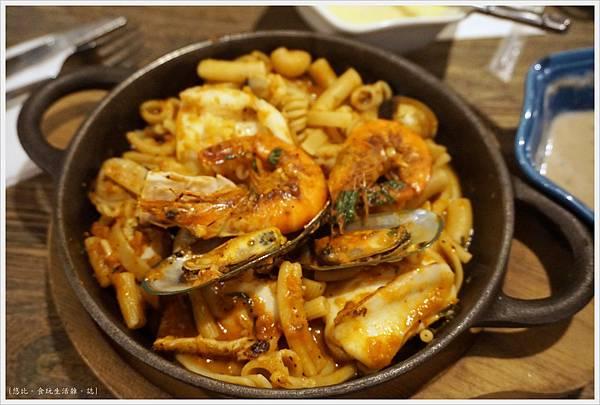 農人餐桌-48-港邊媽媽海鮮麵.JPG