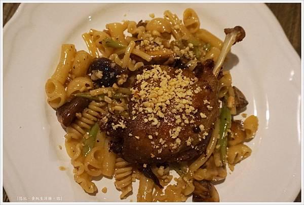 農人餐桌-51-油封鴨腿蘑菇綜合麵.JPG