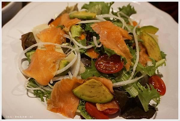 農人餐桌-52-農人燻鮭魚沙拉.JPG