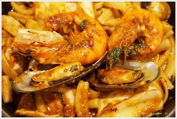 農人餐桌-53-港邊媽媽海鮮麵.JPG