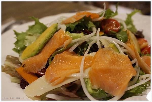 農人餐桌-56-農人燻鮭魚沙拉.JPG
