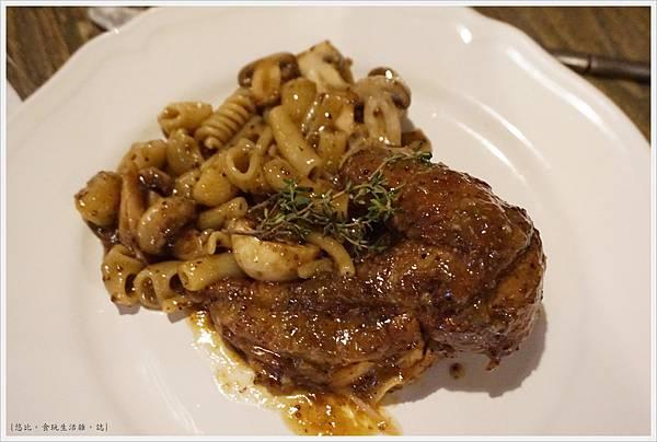 農人餐桌-62-芥末籽蘑菇燉咕咕雞麵.JPG