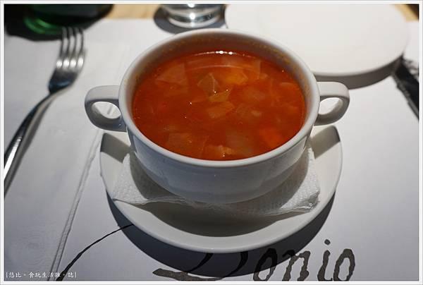 荳牛柴燒牛排餐廳-20-番茄蔬菜湯.JPG