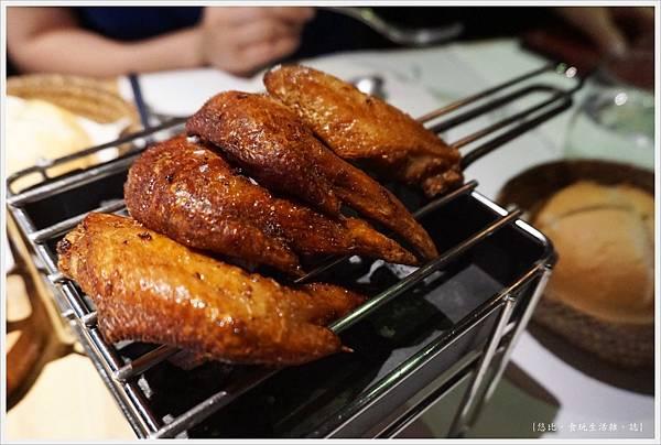 荳牛柴燒牛排餐廳-33-老店炸雞翅.JPG