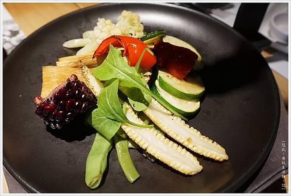荳牛柴燒牛排餐廳-36-Donio柴燒風味伊比利豬肉串.JPG