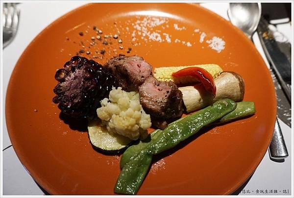 荳牛柴燒牛排餐廳-41-Donio柴燒風味伊比利豬肉串.JPG