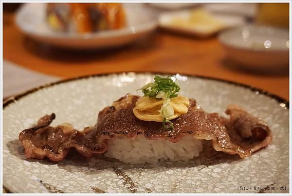 一笈壽司-47-鹽味炙燒牛小排握壽司.JPG