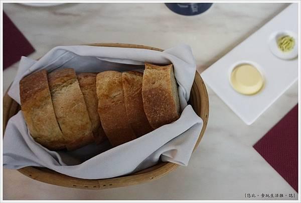 Beluga-31-手工麵包.JPG