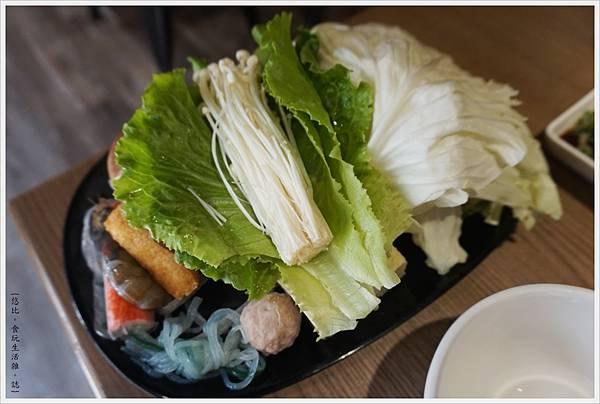 湯馥石頭火鍋-13-菜盤.JPG