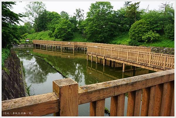 郡山城跡-14-鰻堀池.JPG