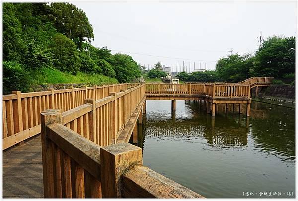 郡山城跡-16-鰻堀池.JPG