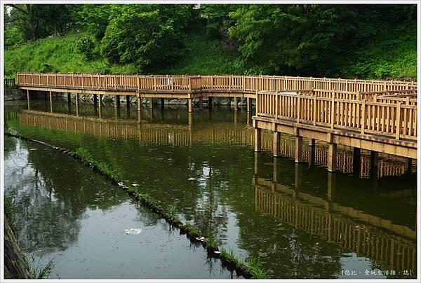 郡山城跡-18-鰻堀池.JPG