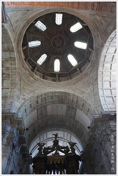 阿爾法瑪-27-聖文森教堂.JPG