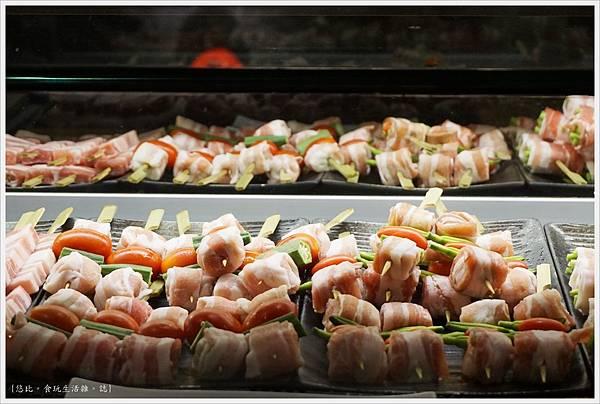 一鷺炭火燒鳥工房-3-冰櫃燒肉串.JPG