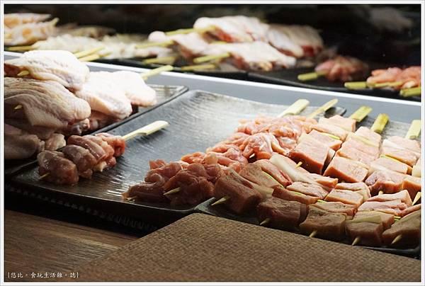 一鷺炭火燒鳥工房-4-冰櫃燒肉串.JPG