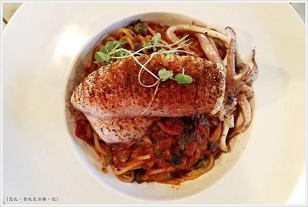 蘑菇Pasta-47-炙燒中卷煙花女義大利麵.jpg