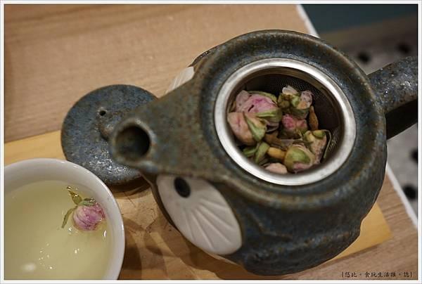 屋莎鬆餅-25-經典玫瑰花茶.JPG