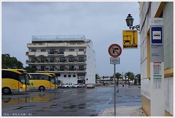 LAGOS-5-巴士總站.JPG