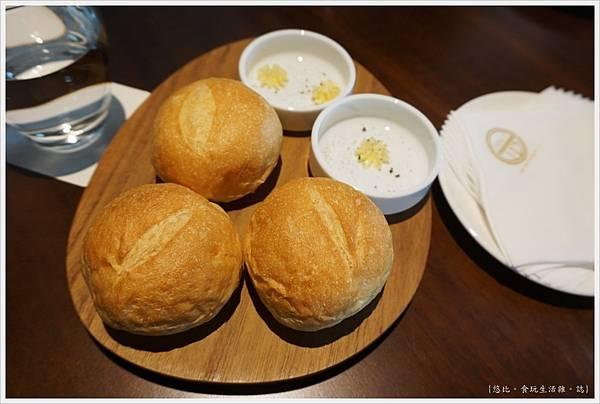 Daily112日日好食-20-麵包.JPG