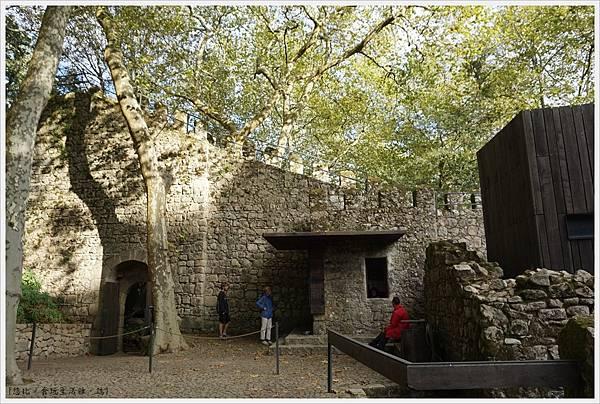 辛特拉-243-摩爾人城堡Castelo dos Mouros.JPG