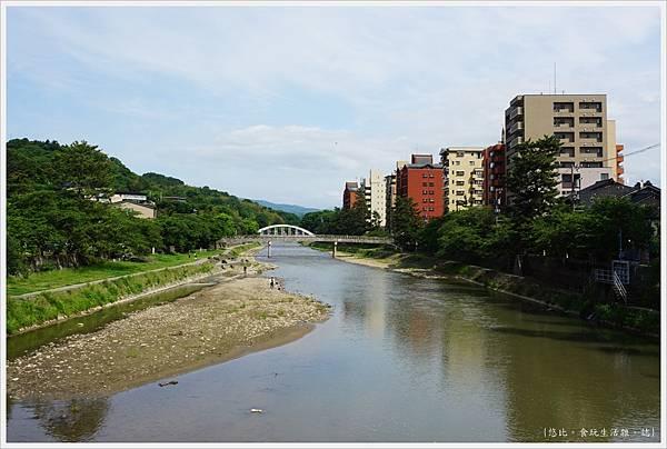 主計町茶屋街-3-淺野川.JPG