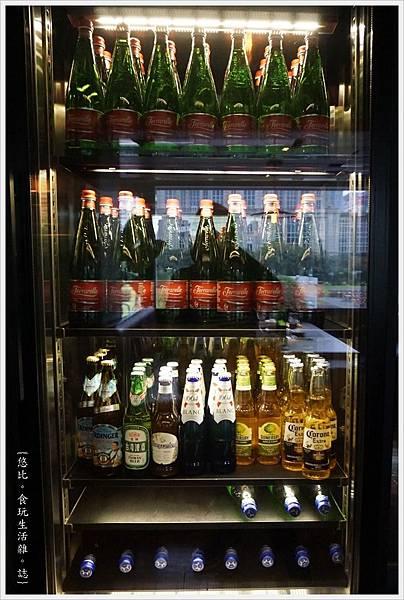 艾朋牛排-21-酒櫃.JPG