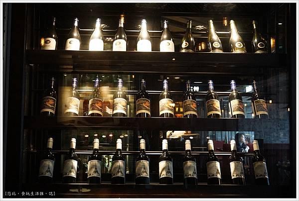 艾朋牛排-29-酒櫃.JPG