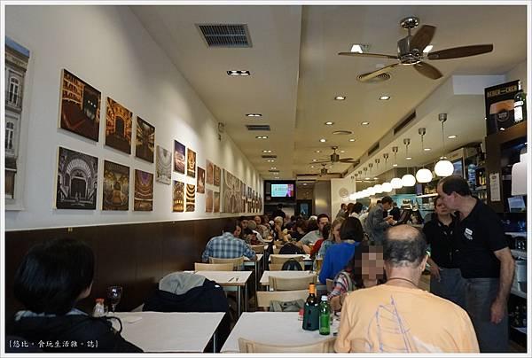 Porto-25-Cafe Santiago.JPG