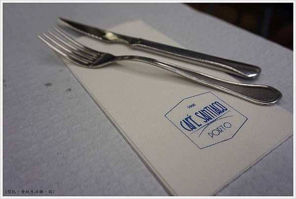 Porto-28-Cafe Santiago.JPG