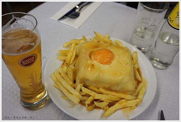 Porto-31-Cafe Santiago.JPG