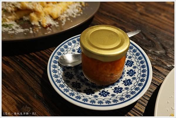 吃東西-22-店家特製辣油.JPG