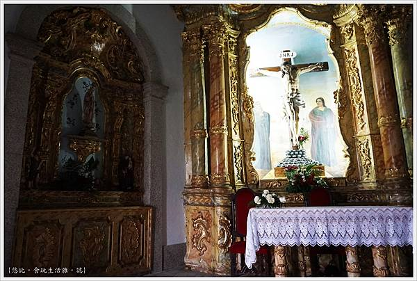 Chapel of Senhor da Pedra-5.JPG
