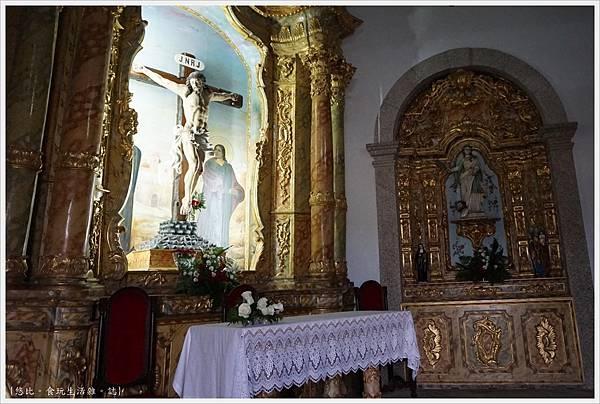 Chapel of Senhor da Pedra-7.JPG