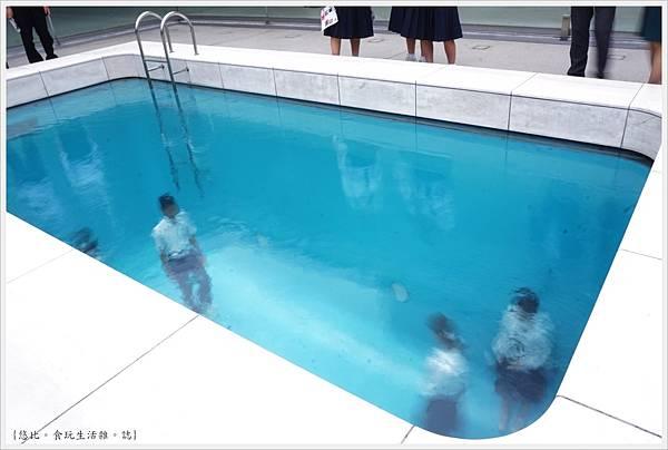 21世紀美術館-31-游泳池.JPG