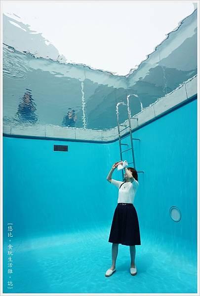 21世紀美術館-49-游泳池.JPG