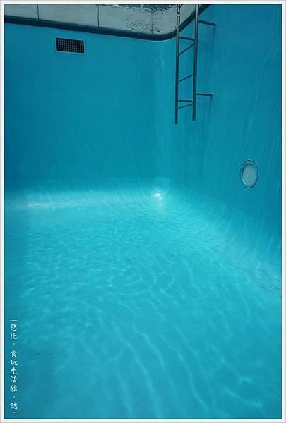 21世紀美術館-50-游泳池.JPG